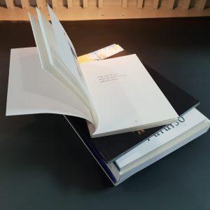 Imagen de libros en varios formatos encuadernación rustica fresada